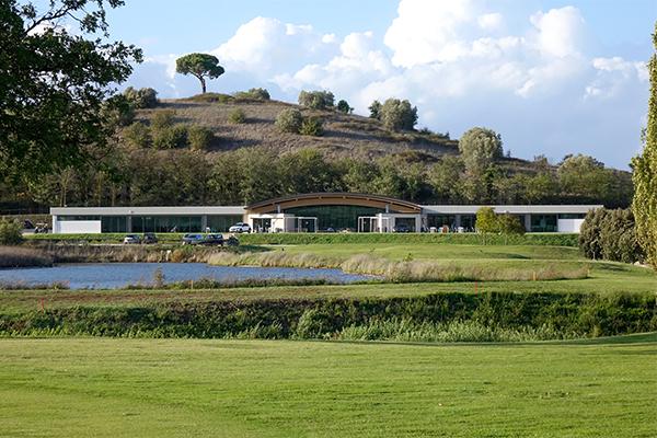 SunnyEscapes_Italien_Monterosi_Golf-Club-Terre-dei-Consoli_Clubhaus_640x400