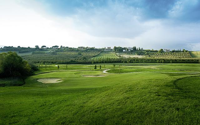 SunnyEscapes_Italien_Monterosi_Golf-Club-Terre-dei-Consoli_Golplatz3_Long-Stay_640x400