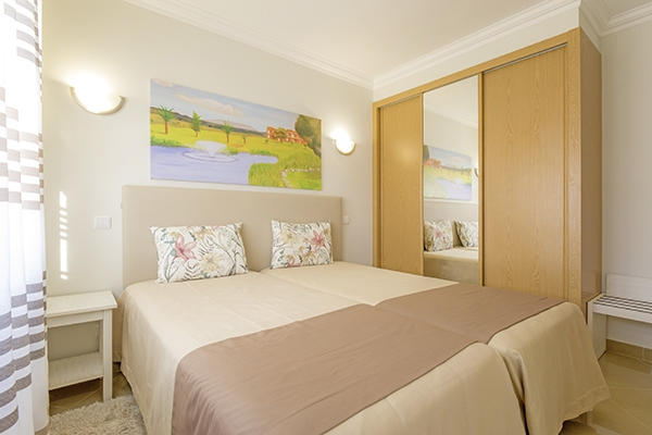 SunnyEscapes_Portugal-Lagos_Boavista-Resort_Bela-Colina_Townhouse_Schlafzimmer_Long-Stay