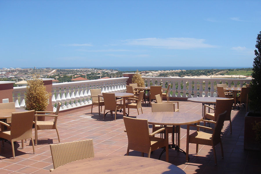 SunnyEscapes_Portugal-Lagos_Boavista-Resort_Clubhouse_Terrasse_Long-Stay