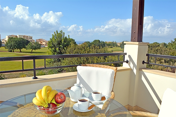 SunnyEscapes_Zypern_Paphos_Aphrodite-Hills-Resort_Apartment_Balkon_Long-Stay