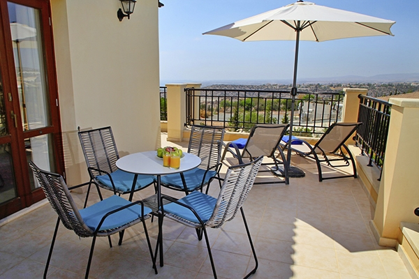 SunnyEscapes_Zypern_Paphos_Aphrodite-Hills-Resort_Apartments_Terrasse-2_Long-Stay