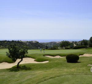 Das zweite Grün des Golfplatzes im Aphrodite Hills Resort bietet einen schönen Blick auf das Mittelmeer.
