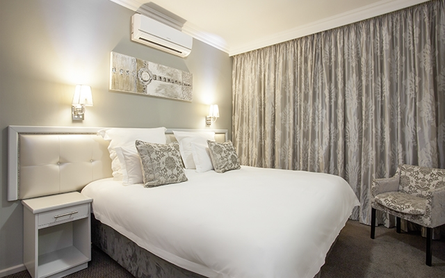 SunnyEscapes_Suedafrika_Stellenbosch_Devonvale_Apartment_Schlafzimmer_Long-Stay