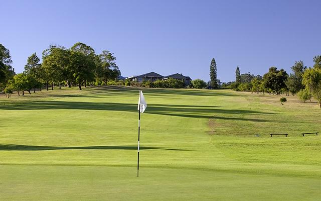SunnyEscapes_Suedafrika_Stellenbosch_Devonvale_Golf_Fairway2_Long-stay_golf
