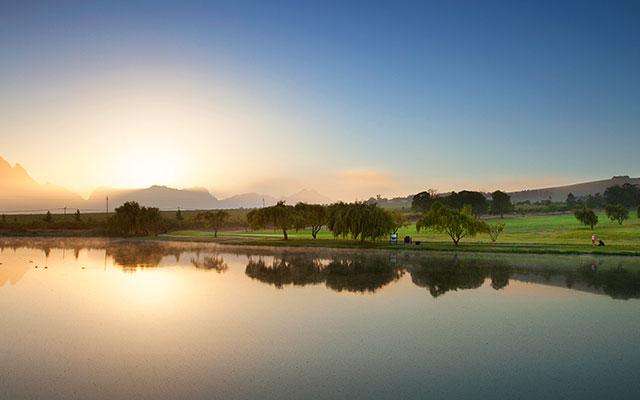 SunnyEscapes_Suedafrika_Stellenbosch_Devonvale_Golf_See_Long-stay_golf