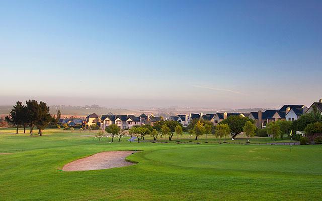 SunnyEscapes_Suedafrika_Stellenbosch_Devonvale_Golfplatz-und-Holiday-Houses__Long-Stay