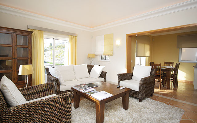 SunnyEscapes_portugal_madeira_Funchal_palheiro-village-Wohnzimmer-long-stay