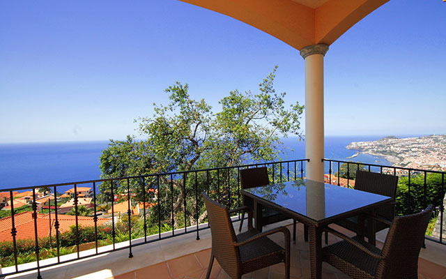 SunnyEscapes_portugal_madeira_Funchal_palheiro-village_Bakon-funchal-Aussicht_long-stay