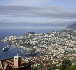 Hoch über dem Ort Funchal mit seinem malerischen Hafen liegt die Apartmentanlage Palheiro Village