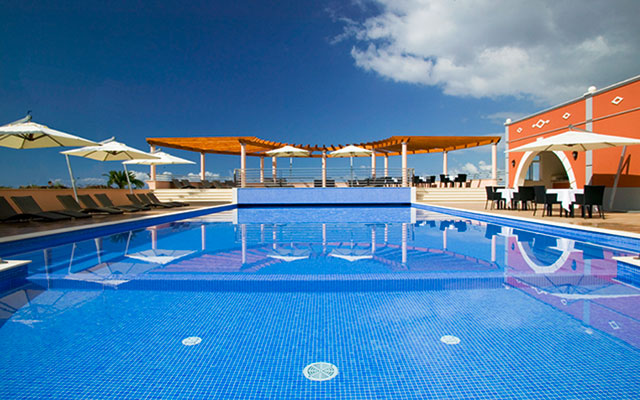 SunnyEscapes_portugal_madeira_Funchal_palheiro-village_pool_long-stay