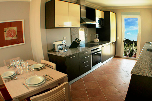 SunnyEscapes_Portugal_Algarve_Castro-Marim-Golfe-und-Country-Club_TownhouseT2-Kueche_Long-Stay