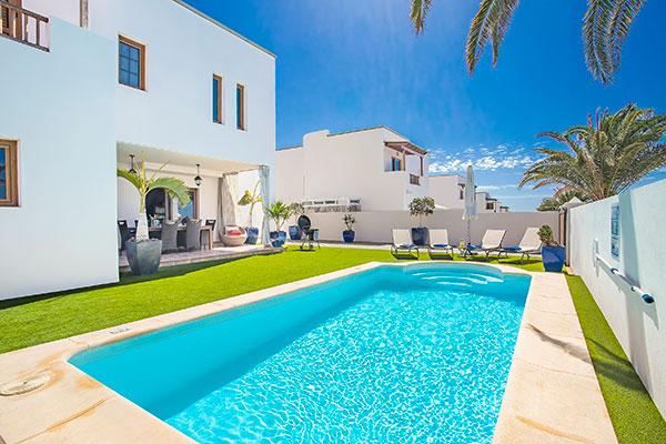 SunnyEscapes_Spanien_Lanzarote_Costa-Teguise_Les-Caletas-Village_Villa_Pool_Long-Stay