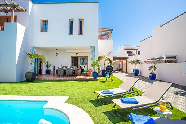 SunnyEscapes_Spanien_Lanzarote_Costa-Teguise_Les-Caletas-Village_Villa_Terrasse2_Long-Stay