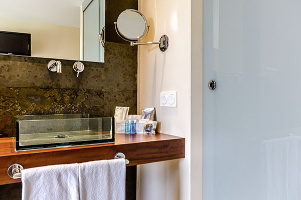 SunnyEscapes_Spanien_Alicante_El-Plantio-Golf-Resort_Apartment_Badezimmer_Long-Stay