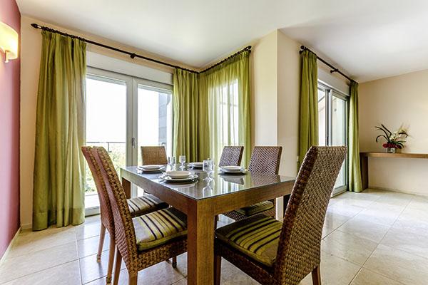 SunnyEscapes_Spanien_Alicante_El-Plantio-Golf-Resort_Apartment_Esszimmer_Long-Stay