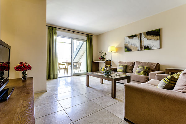 SunnyEscapes_Spanien_Alicante_El-Plantio-Golf-Resort_Apartment_Wohnzimmer_Long-Stay