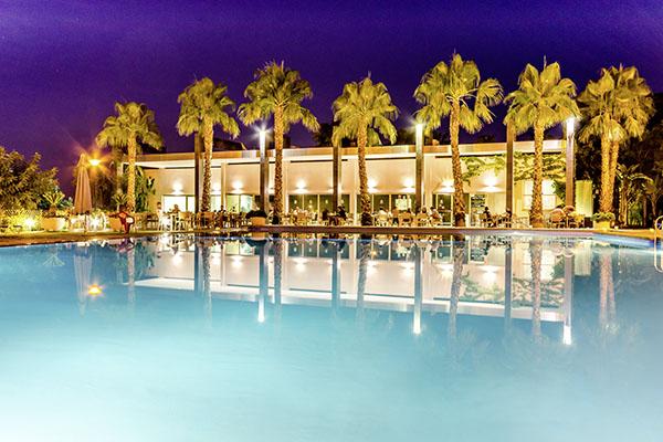 SunnyEscapes_Spanien_Alicante_El-Plantio-Golf-Resort_Terrasse-am-Pool_Long-Stay