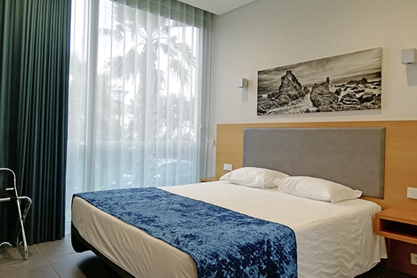 SunnyEscapes_portugal_Azoren_Sao-Miguel_Whales-Bay-Hotel_Apartment-T2_Schlafzimmer_long-stay