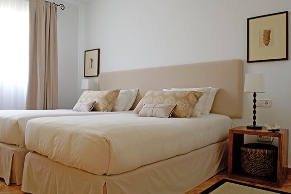 SunnyEscapes_Spanien_La-Manga-Club-Resort_Las-Lomas-Village_Apartment_Schlafzimmer_Long-Stay