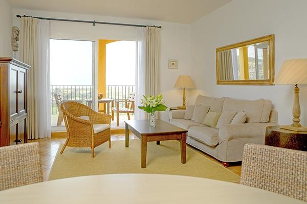 SunnyEscapes_Spanien_La-Manga-Club-Resort_Las-Lomas-Village_Apartment_Wohnzimmer_Long-Stay