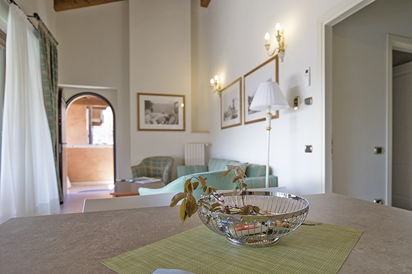 SunnyEscapes_Italien_Gardasee_Bogliaco-Golf_Apartment_Wohnzimmer_Long-stay