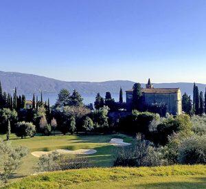 Der Platz von Golf Bogliaco am Gardasee bietet neben authentischem Golf immer wieder herrliche Ausblicke