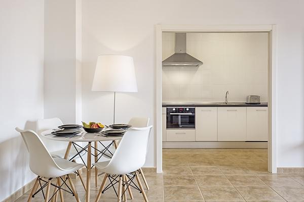 SunnyEscapes_Spanien_Costa-de-la-Luz_ The-Residences-Islantilla-Apartments_Esszimmer_Long-Stay
