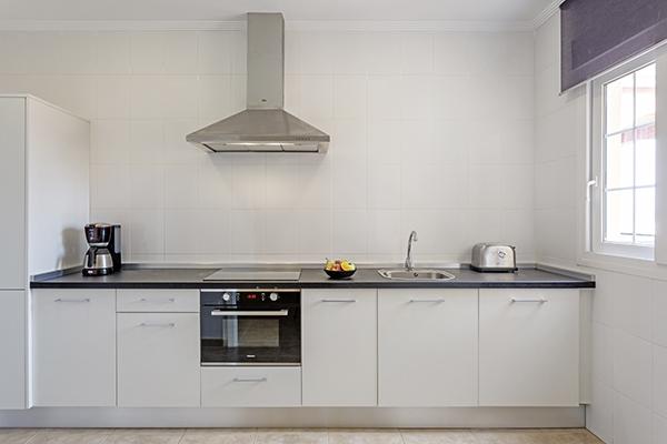 SunnyEscapes_Spanien_Costa-de-la-Luz_ The-Residences-Islantilla-Apartments_Kueche_Long-Stay