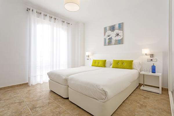SunnyEscapes_Spanien_Costa-de-la-Luz_The-Residences-Islantilla-Apartments_Schlafzimmer-2_Long-Stay