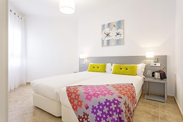 SunnyEscapes_Spanien_Costa-de-la-Luz_The-Residences-Islantilla-Apartments_Schlafzimmer_Long-Stay