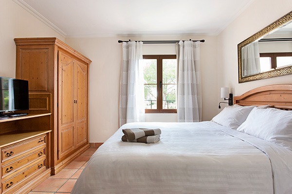 Spanien Mallorca Marriotts Club Son Antem Townhouse Schlafzimmer