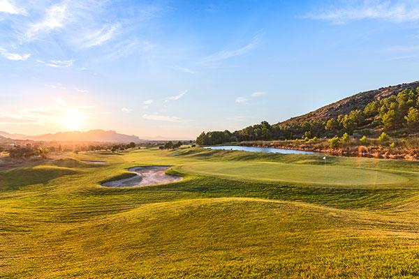 Dénia La Sella Golf Resort Fairway mit See