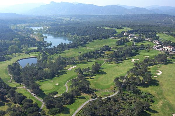 Luftaufnahme des Golfplatzes von Les Domaines de Saint-Endréol